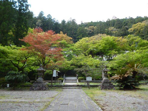 石松の墓がある大洞院